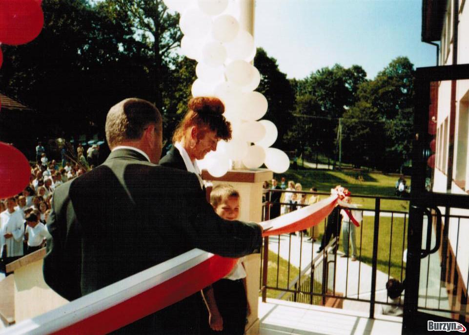Uroczyste otwrarcie nowego budynku ZS Burzyn w 2004r